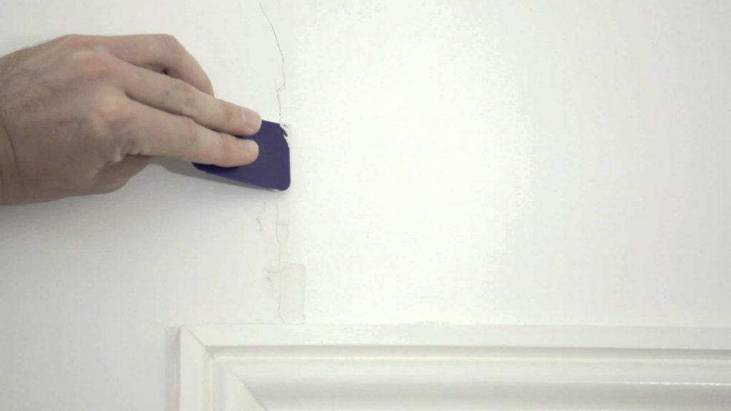 Master Handyman - Filling cracks